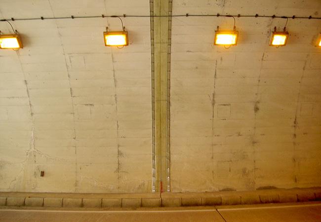トンネル剥落対策